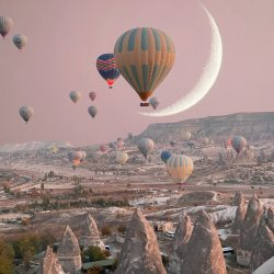 Crescent-Moon-Ballon-Allison-Bagg